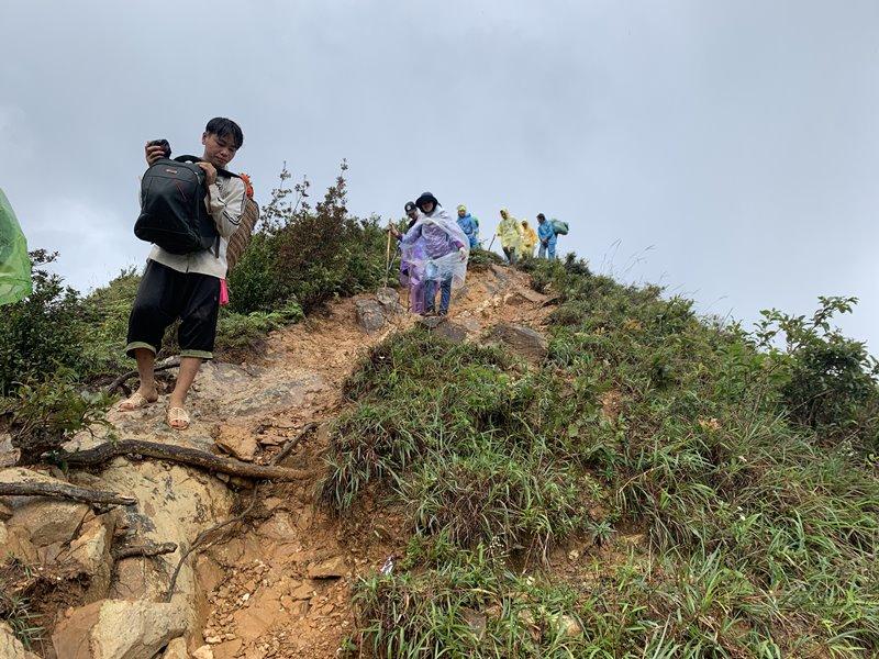 Xuống núi Tà Chì Nhù